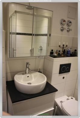 Stilvolle, sanierte 2-Zimmer-Wohnung mit Balkon und EBK in Obertshausen-Hausen, 63179 Obertshausen/Hausen, Etagenwohnung