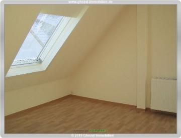 Schnäppchen!! Helle moderne 2 Zi.-DG-Wohnung für 450,– kalt Noch Fragen?, 65527 Niedernhausen, Etagenwohnung