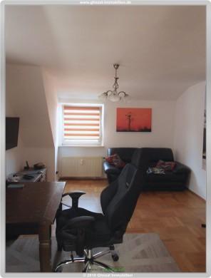 Helle 2 Zimmer Dachgeschoß Wohnung mit Einbauküche und Tageslichtbad für 530 Euro kalt, 61462 Königstein, Dachgeschosswohnung