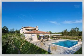 Villa Elli – 353qm Wohnfläche mit großem Grundstück und Pool, 52352 Ladici, Villa