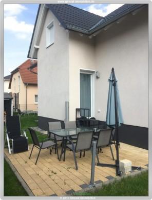 Neuwertiges Einfamilienhaus mit schönem Garten und Ausbaureserve, 63454 Hanau, Einfamilienhaus
